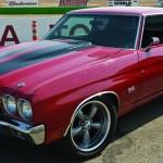 A trama conta ainda com dois Chevy Chevelle de 1970; este vermelho é equipado com um V8 Chevrolet 'LS6' 454 big-block e câmbio Muncie M22 de quatro marchas