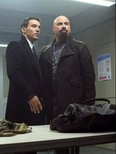 Filme Dupla implacável com John Travolta careca e de barbicha