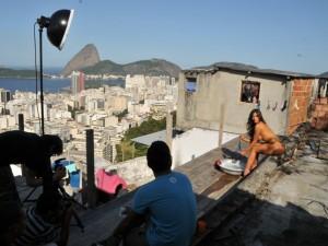 nicole-bahls-ensaio-nu-em-favela-do-rio