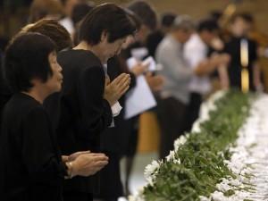 homenagem-as-vitimas-do-tsunami-no-japao