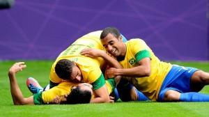 sandro-comemora-gol-nv-olimpiadas