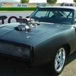 A sigla R/T (de Road and Track) indica o espírito deste Dodge Charger de 1970, máquina reforçada com motor Chrysler 426 Hemi V-8 e turbo BDS 9-71 Roots-style